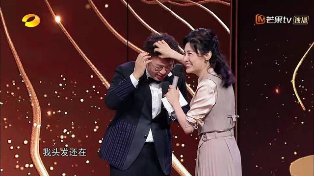 52岁的周涛给33岁的杜海涛整理头发,沈梦辰疑似吃醋:剃了都行