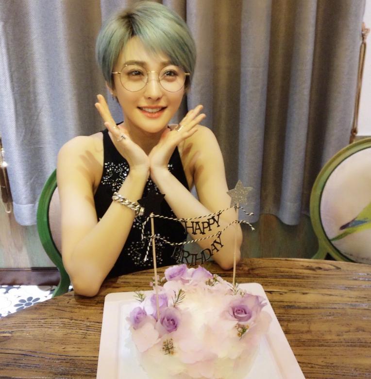 还记得90后歌手陈冰吗刚出名就与前夫离婚,原来她父亲是富豪