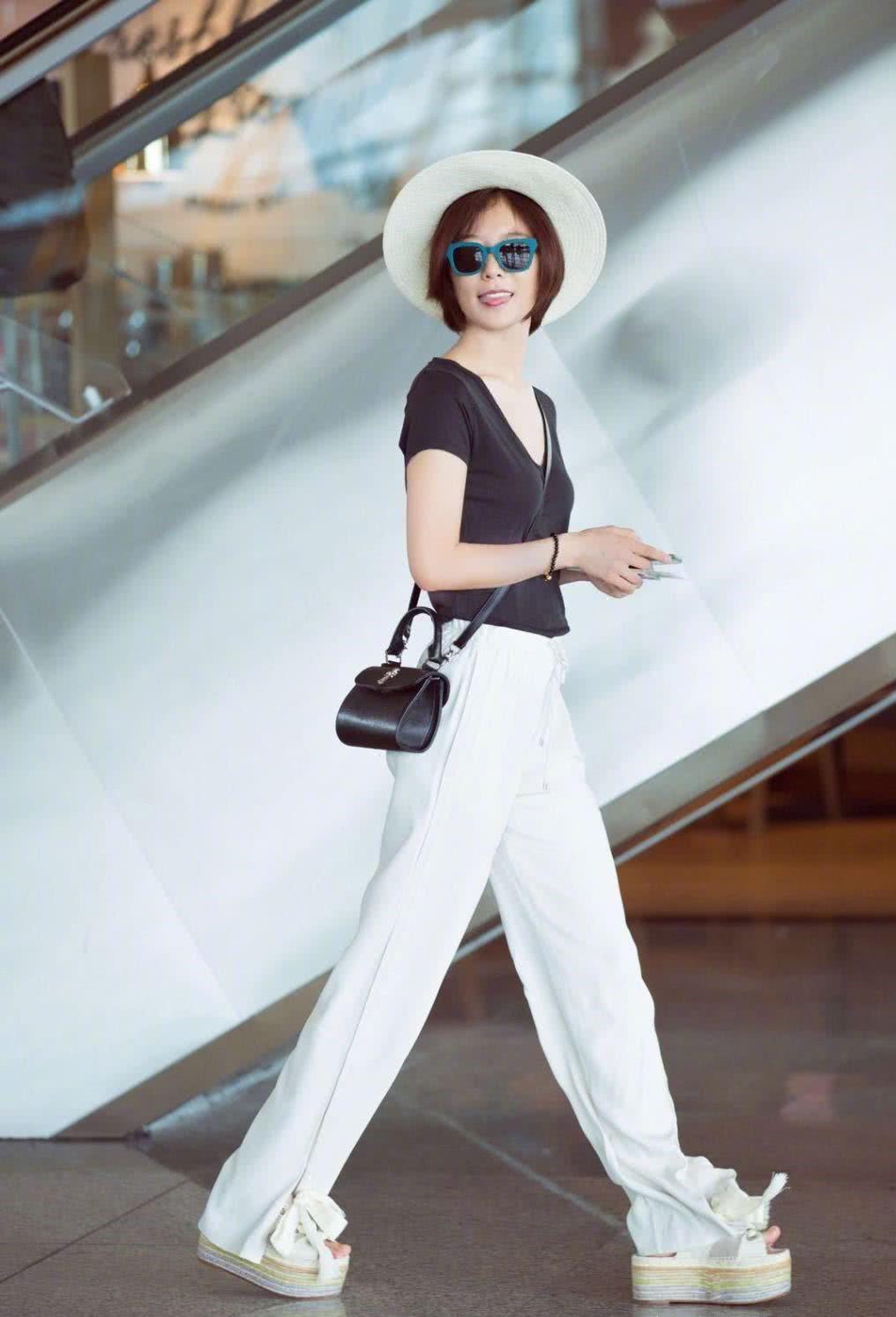 """王珞丹就是""""时髦精"""",印染风衬衫+超短裤,美腿抢镜还个性十足"""