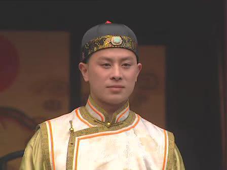 他是《少年包青天》里的皇帝,曾为照顾母亲息影,母亲去世后走入一条不归路