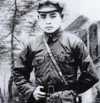 中国少将,13岁参军,率敢死队和敌人血拼,200人仅剩1人
