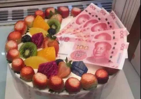 """江阴市监管部门表示,售卖""""人民币""""蛋糕是违法行为,多数已下架"""