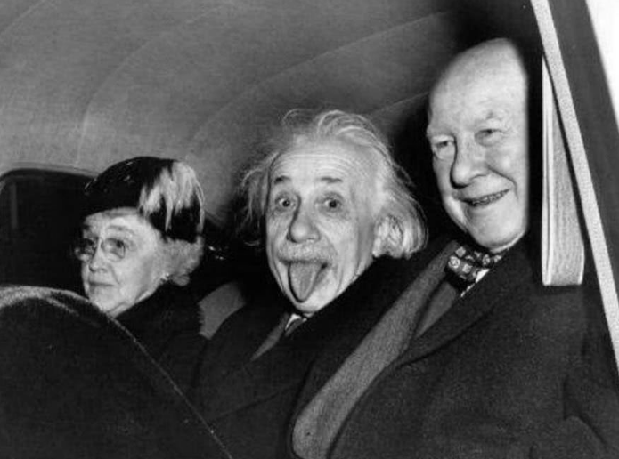 <b>爱因斯坦拍照时为什么会吐舌头不是电脑合成,真相令人哭笑不得</b>