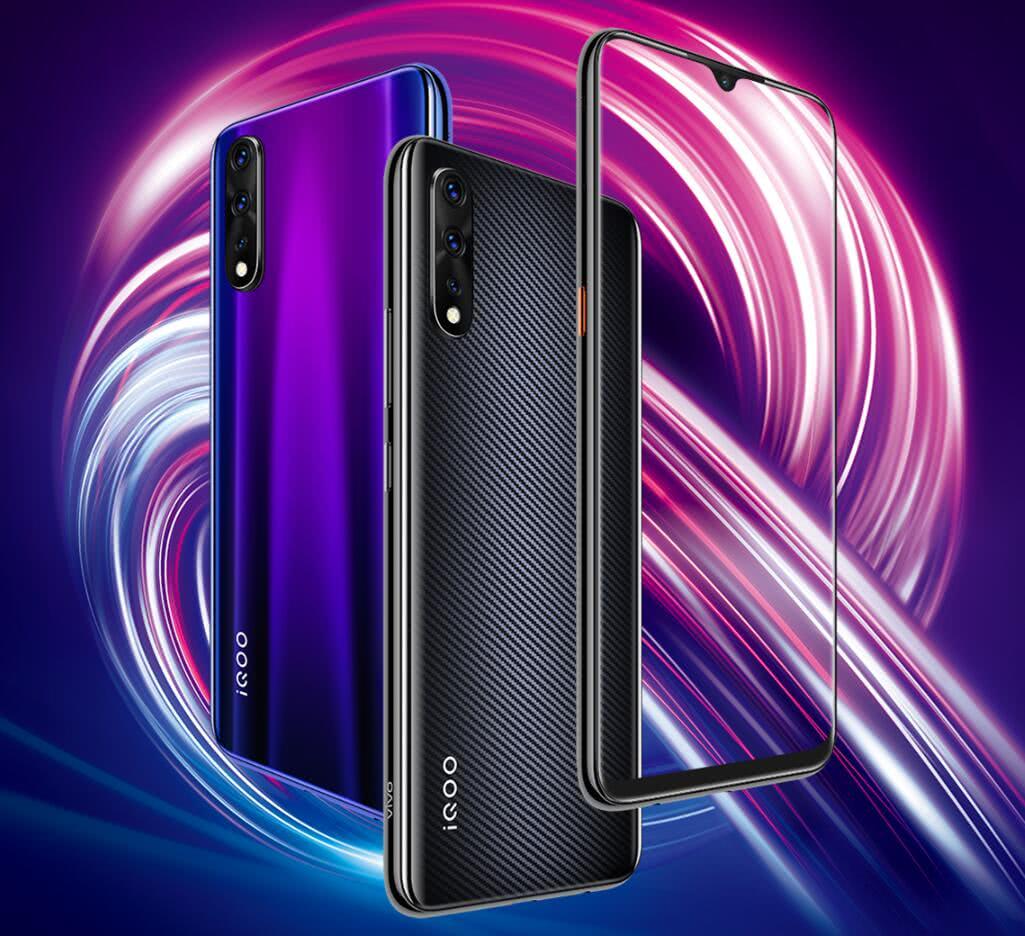 产品经理手持iQOO Pro 5G手机曝光!背后外观又没变化