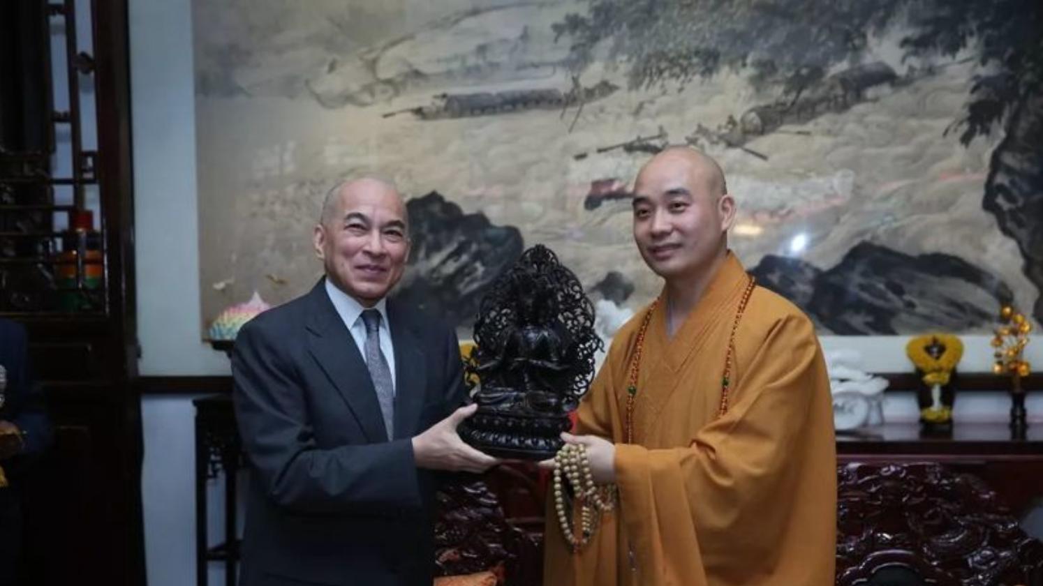 柬埔寨国王 西哈莫尼 向成都文殊院赠送佛像