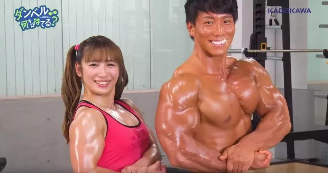 因为健身少女而走红的声优,没想到肌肉比自己配的角色还猛