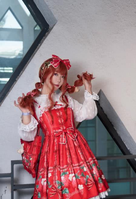 lolita漫展场照-草莓野餐,比草莓更甜的可爱萝莉