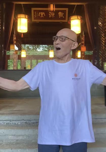 他曾演济公,被说活不过13岁,今86岁变网红唱歌跳舞精神十足