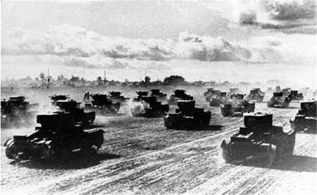 二战最惨烈轰炸:4000米高火柱将汉堡城化为灰烬
