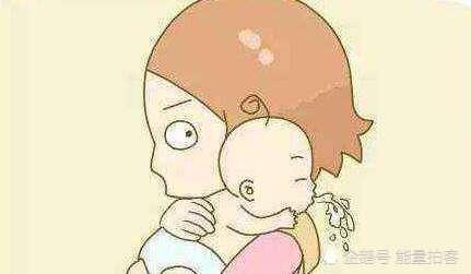 """<b>宝宝为何会现频繁""""吐奶""""的情况?家长们稍不注意,影响孩子一生</b>"""