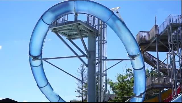 世界上最疯狂的3个水滑梯,从鲨鱼群中穿过,你敢玩吗?