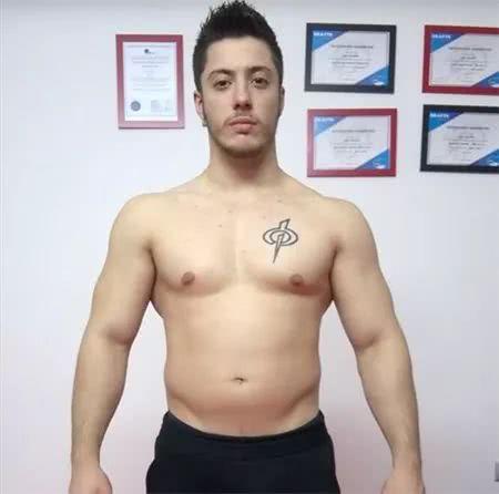 肌肉男提前12周准备健美比赛,健身12周体重减了19斤,看身材变化