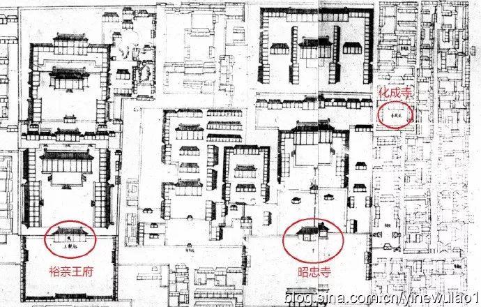 据康熙《大清会典》记载:康熙六年建裕亲王府,大门一座,五间;正殿一座