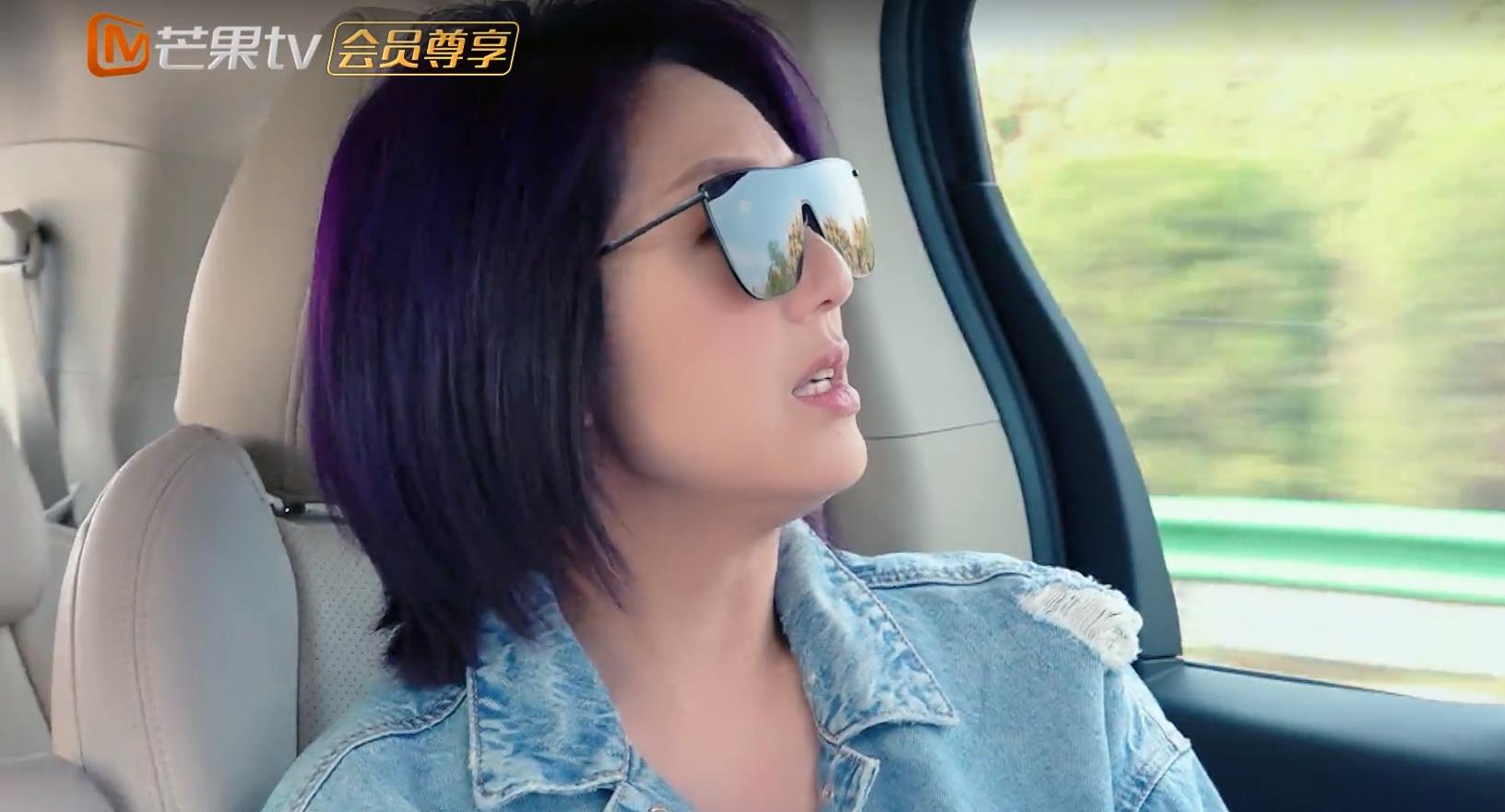 杨千嬅到底有多钟爱紫色头发衣服就算了,看到她的手指网友炸锅!