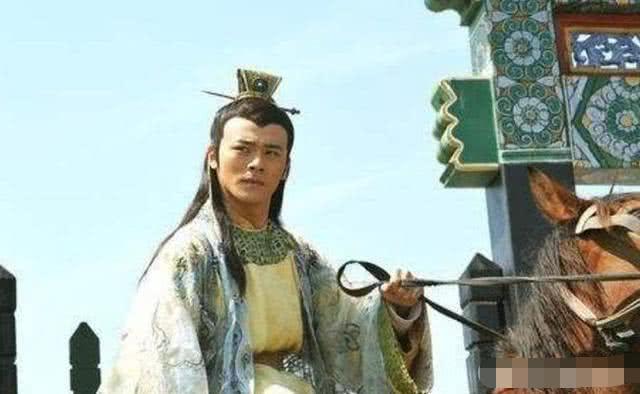 王爷进宫准备继承皇位,临行前妻子给他一些干粮:别吃宫里的食物
