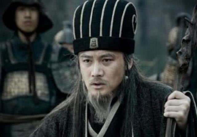病逝前,刘禅问诸葛亮一个问题,才知道原来他不傻