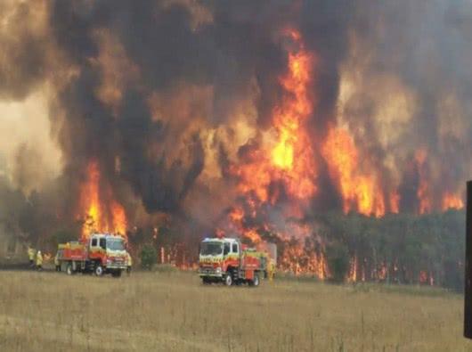 澳洲突然狂降暴雨,火灾肆虐数月有望扑灭,西方齐呼:中国人万岁