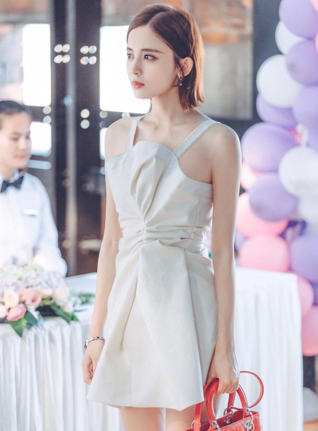 古力娜扎,不愧是时尚百变女神,穿什么都是梦里女总裁的样子