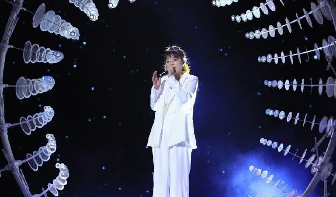 邢晗铭获好声音年度冠军,你们觉得李芷婷、陈其楠等人谁最该夺冠