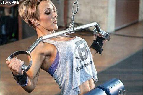 高位下拉练对了,背部肌肉会更宽,很多人的高位下拉犯了4个错误