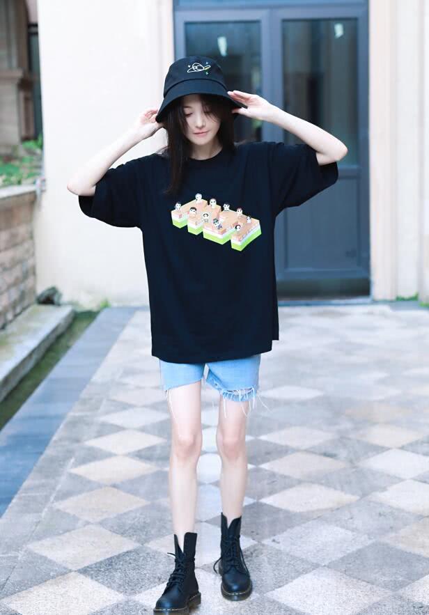 """<b>郑爽为什么不爱穿裙子?看到她的""""短裤""""造型,网友:莫名心疼</b>"""