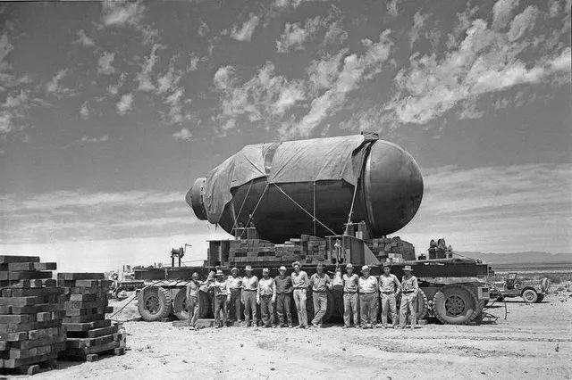 1965年,苏联核武器试验形成一水坑,为何苏联部长敢去游泳?