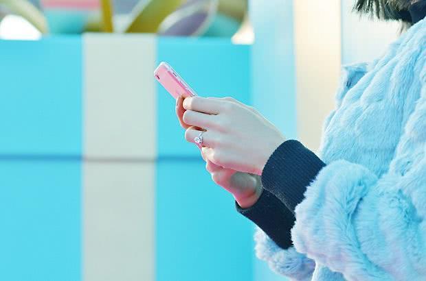 结婚戒指不能乱戴,左右手皆可佩戴!那么它应该戴哪只手指呢?