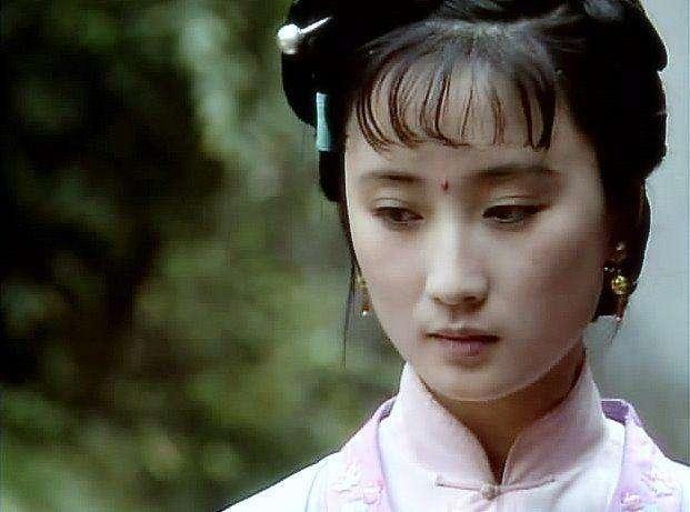 红楼梦:香菱最幸福的日子是林黛玉给的,薛宝钗却不愿给予