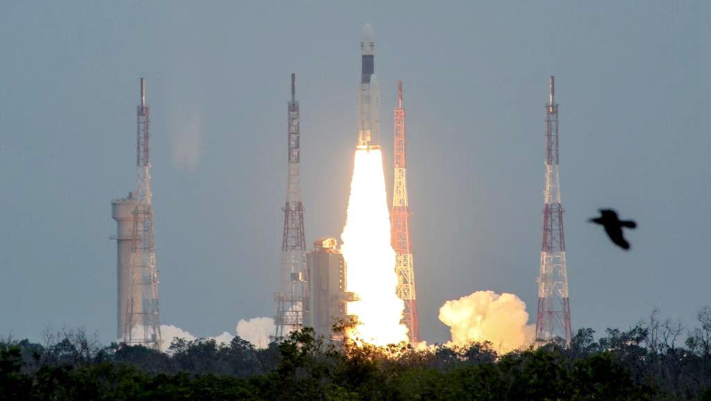 """""""月船2号""""终于顺利升空,印度网友:我们终于赶上了中国的脚步"""