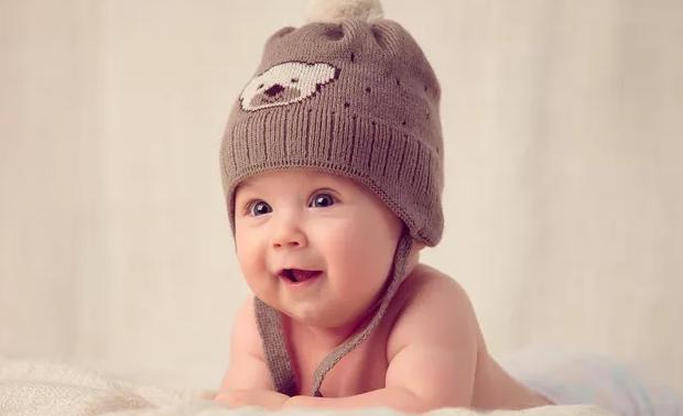 国内和国外父亲带孩子的区别,世界上的爹都是一样的,心疼宝宝