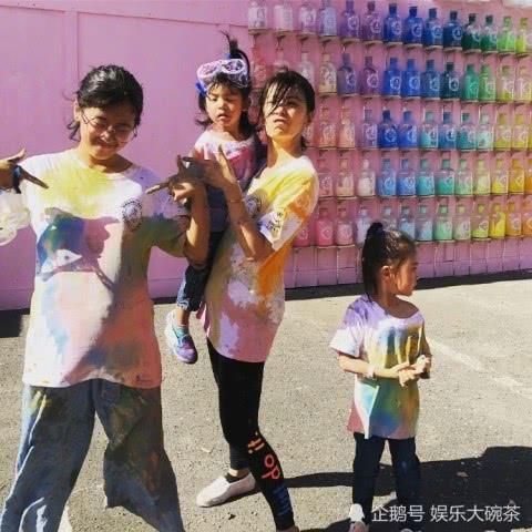 贾静雯和女儿们欢度周末,一家人尽情玩耍,画面温馨有爱