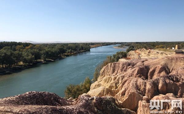 五彩滩景区,罕见的拥有河流的雅丹地貌 摄影 李展鸿