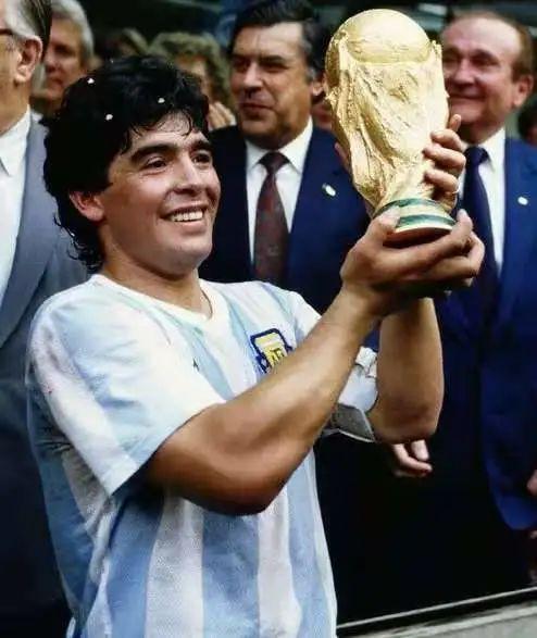 """「马拉多纳执教阿根廷」突发!""""球王""""马拉多纳去世!阿根廷全国哀悼三天"""