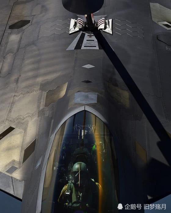 """F22,绰号""""猛禽"""",世界上第一款进入服役的五代机!"""