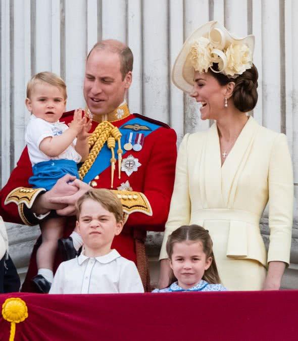 威廉凯特极力争取,乔治暂时有了和夏洛特、路易一样的待遇!