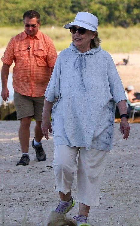 克林顿夫妇浪漫度假接地气!71岁希拉里身材发福再无当年的霸气