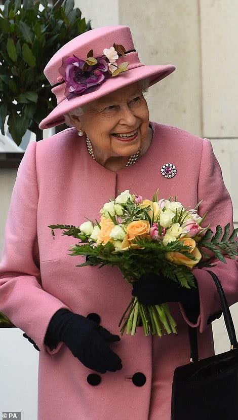 """<b>英女王也""""任性""""了一把耍小脾气,不准人在她面前提起哈里梅根</b>"""