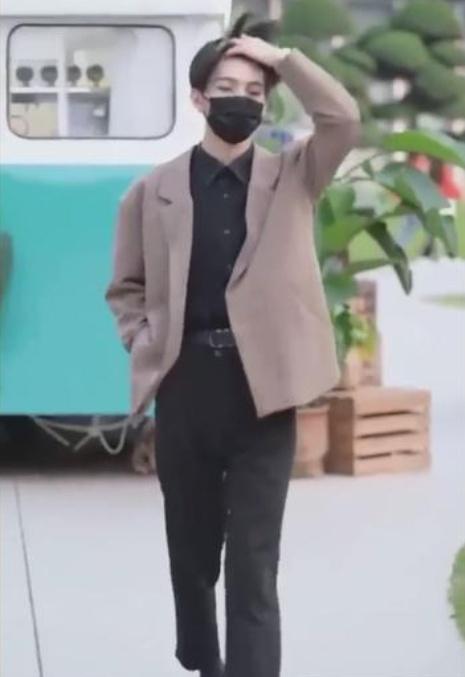 <b>七鹤大人劲敌强势上线!清华学霸戴口罩走红,网友直呼:凉了!</b>