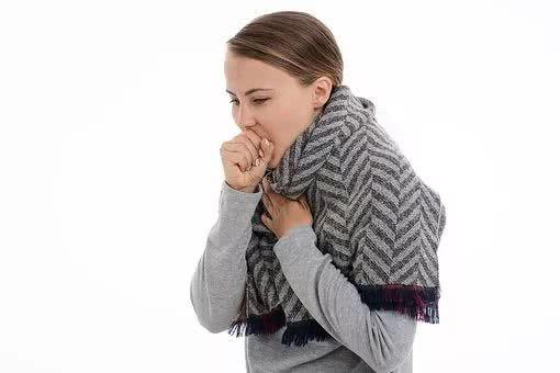 口含蜂蜜消炎:睡前口含蜂蜜治咽炎