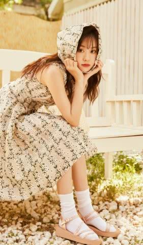 """郑合惠子的气质真好,谁穿谁土的""""凉鞋配袜子"""",都穿得清新时尚"""