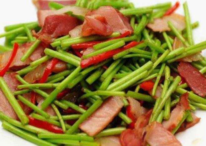 江西旅游美食,余干辣椒炒肉最下饭,藜蒿炒腊肉清香四溢