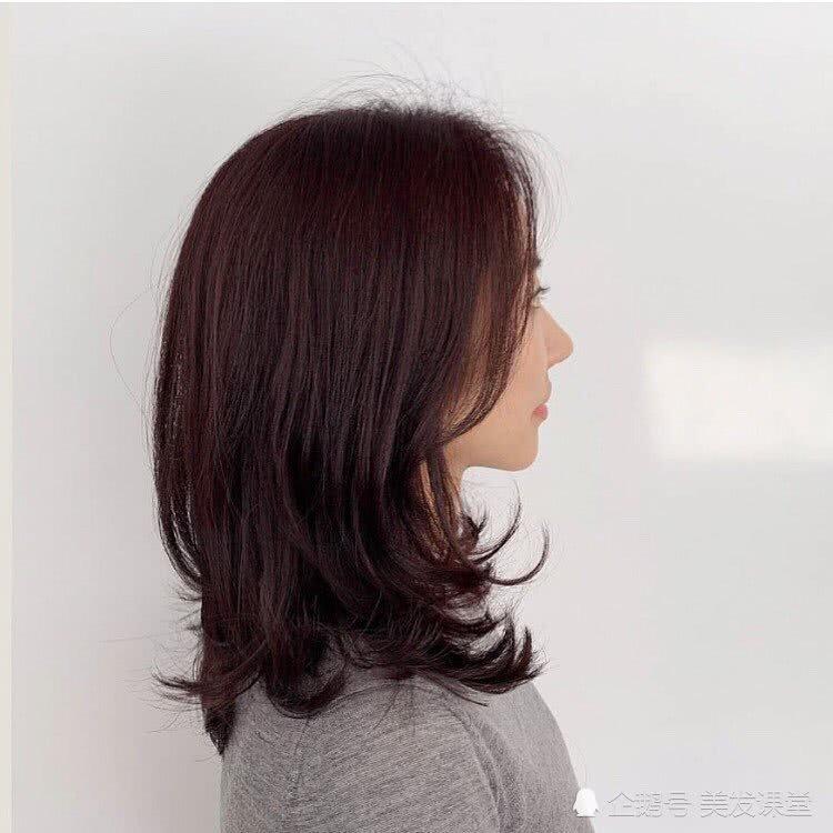 黑直长过时了,今年秋天就流行女神卷发,优雅中卷发,更有女人味
