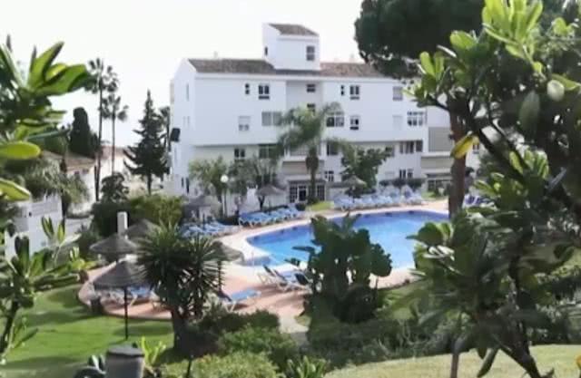 一家4口外出游玩3人泳池溺亡,疑被水泵吸死,泳帽在泵内被发现