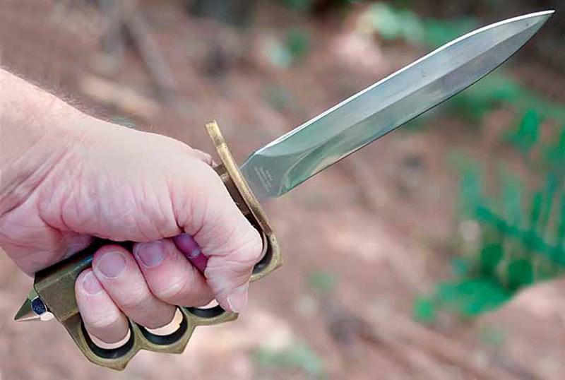 美国研发出一款匕首,生产数量达12万,格斗中可敲碎敌人头骨