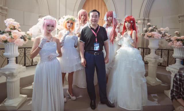 B站官方邀请了5个妹子,cos了一把《五等分的花嫁》