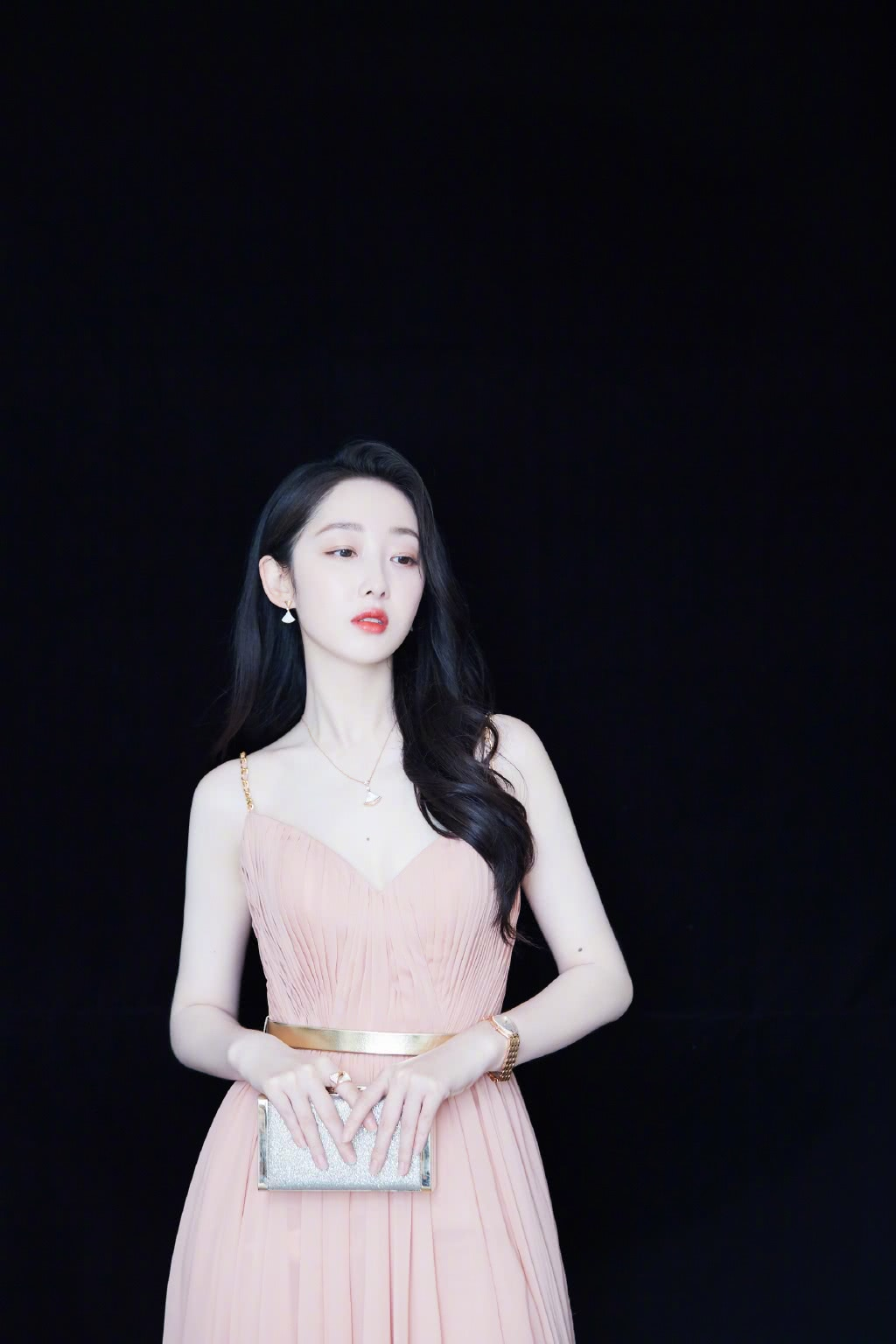 <b>蒋梦婕摆拍图被疯传,看到高清镜头下她的颜值,我真的羡慕了</b>
