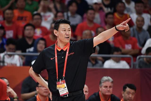 球迷高呼李楠下课,谁又能拯救中国男篮呢?世界杯失利仅是开始
