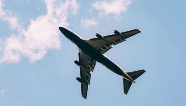 <b>27日下午,一架美军机在中东被击落,机上或载有近百人包含美高官</b>