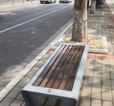 郑州这些路段安装休闲座椅,市民:为啥紧挨五星级酒店而不是居民区?