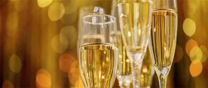 """浪漫、神秘的香槟诞生,第一次喝到它的人说像在""""喝星星"""""""